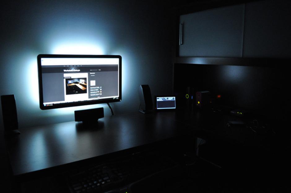 Монитор с подсветкой